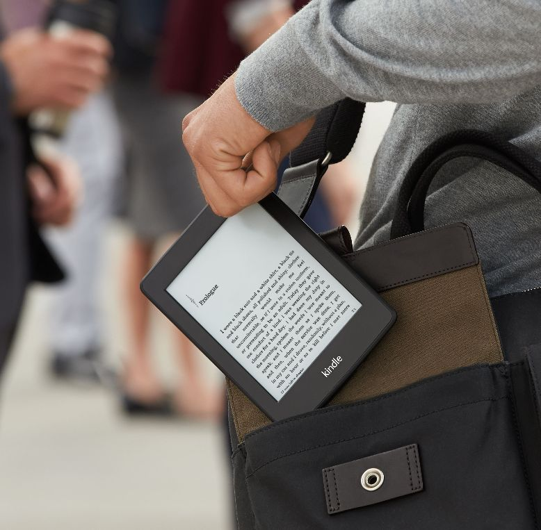 Kindle_Paperwhite_on-the-go.jpg